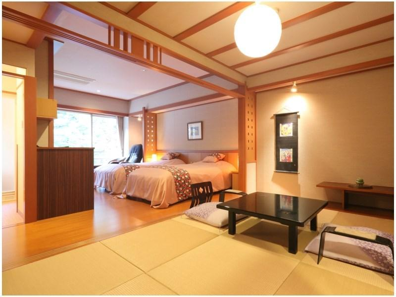 Modern Japanese/Western-style Twin Room