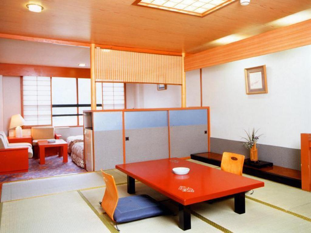Japanese/Western-style Room (Kiraku Wing/Main Building)