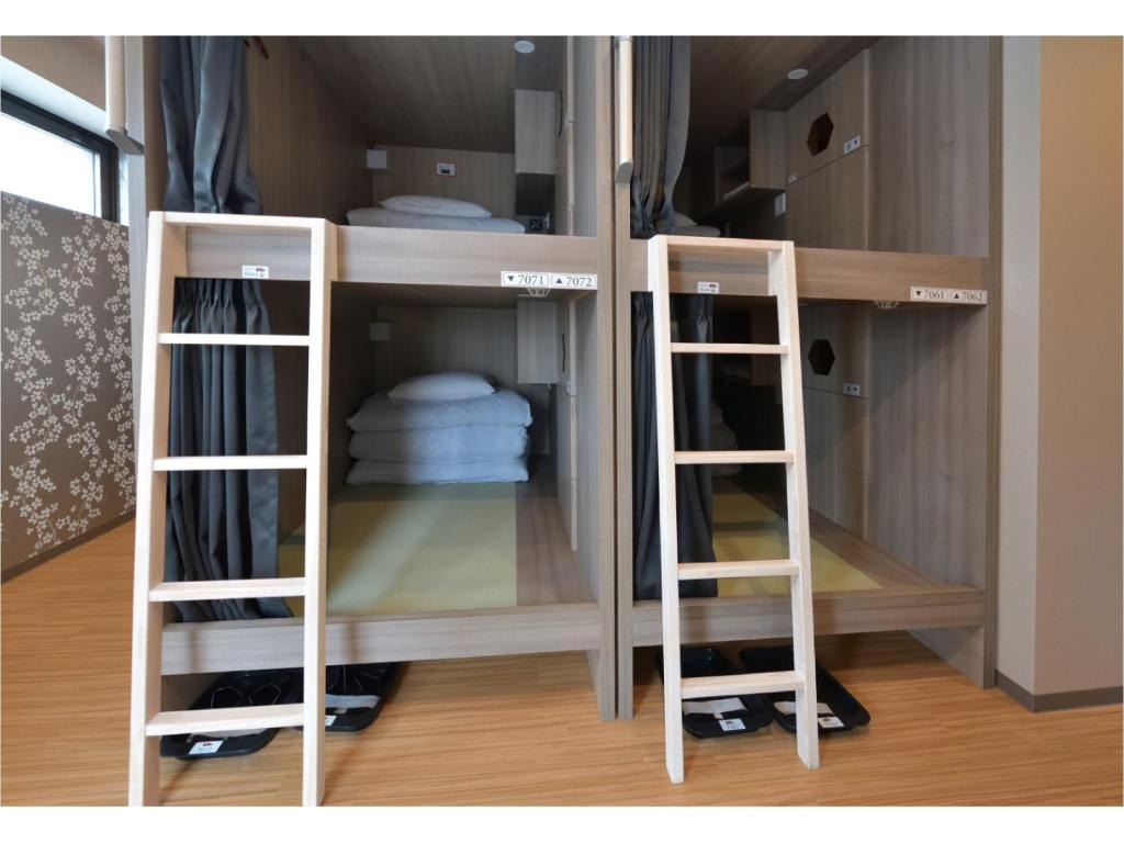 Ladies' Dormitory Room (1 of 24 beds) DJ Hostel Ginza