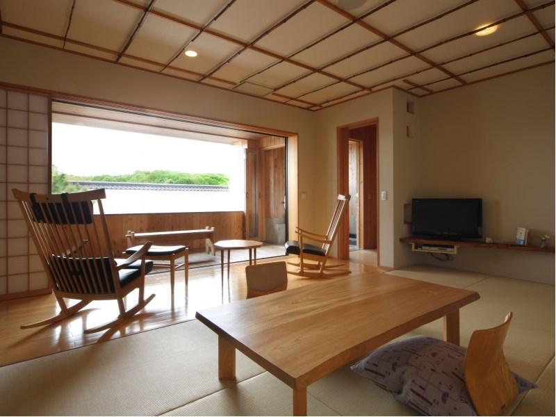 Japanese-style Room with Wooden Flooring & Semi Open-air Bath (Otogi no Oka Type)