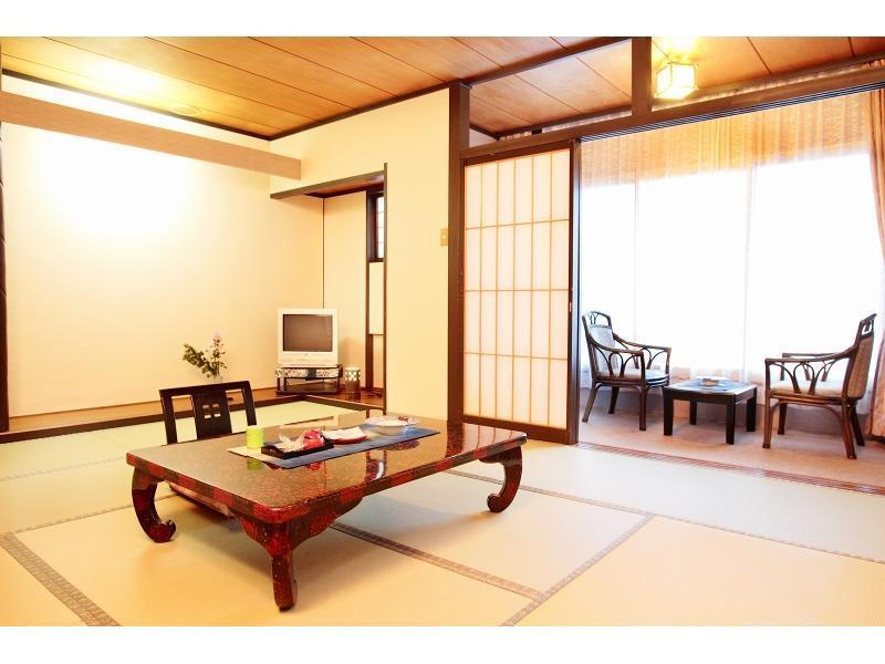 다다미 객실(온천탕) (Japanese-style Room with Hot Spring Bath)