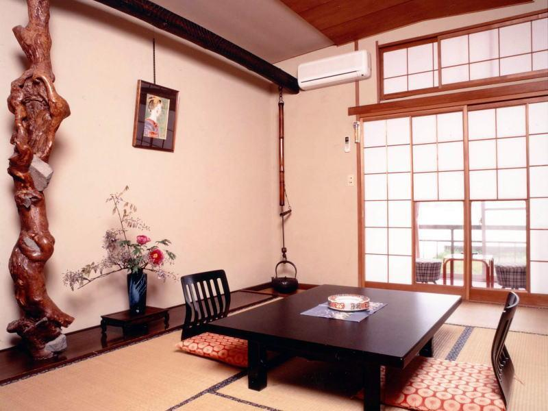 和室 (Japanese-style Room (Main Building) *No bath in room)