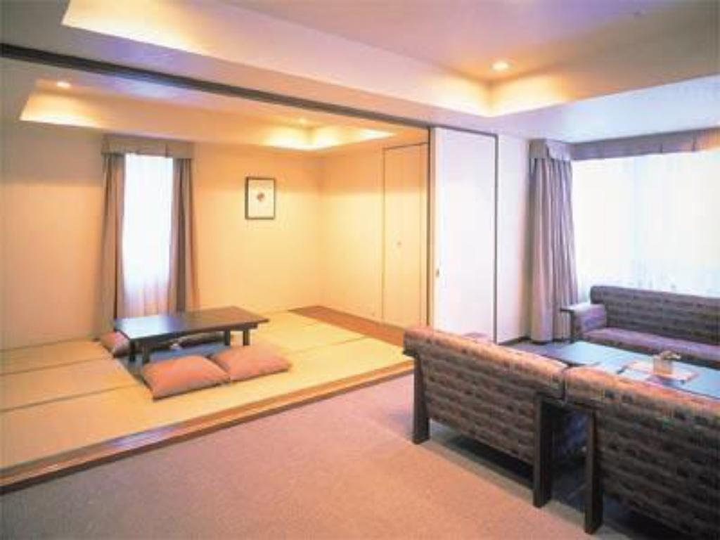 Japanese/Western-style Suite (2 Beds, Main Building) - Guestroom