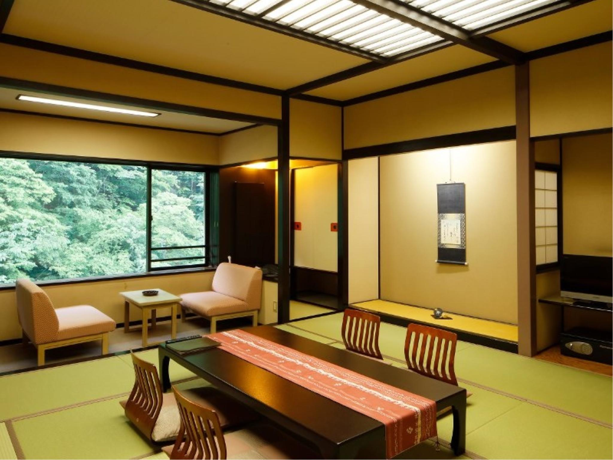 和室 (Japanese-style Room (Haru-no-Hanami Wing))