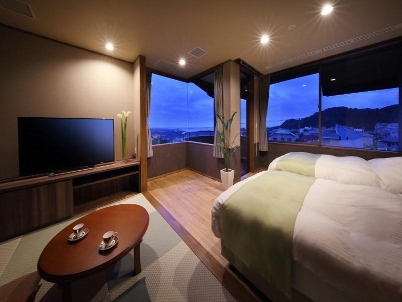 Japanese/Western-style Room (Twin Bed + Cypress Bath + Balcony, Midori/Umi Type)
