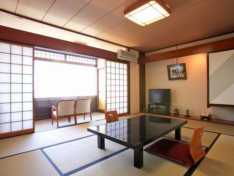 「海一望」和室(2F~4F トイレ付き客室/禁煙) (Japanese-style Room *No bath in room, No elevator)