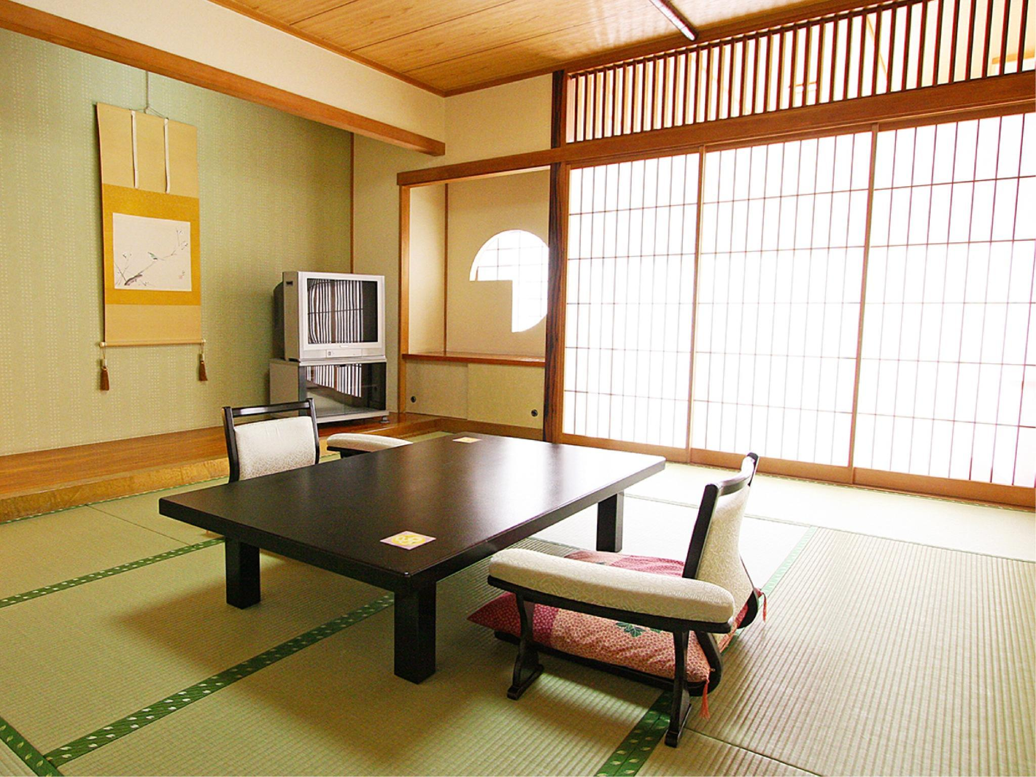 おまかせ・和室10畳(バス・トイレ付)または8畳(トイレ付) (Japanese-style Room *Allocated on arrival, Has bath and toilet or Has toilet)