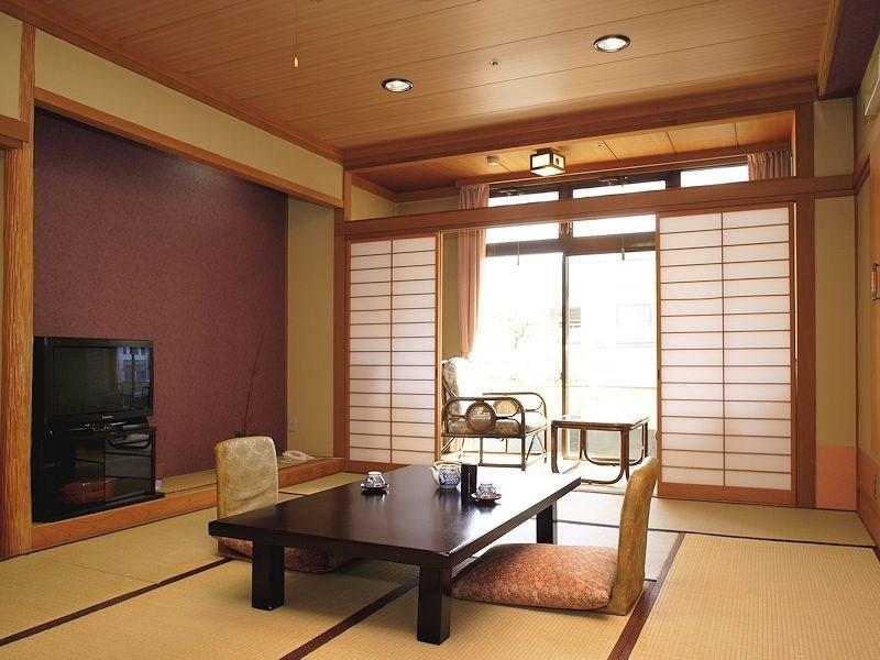 Japanese-style Room (South Wing or West Wing)