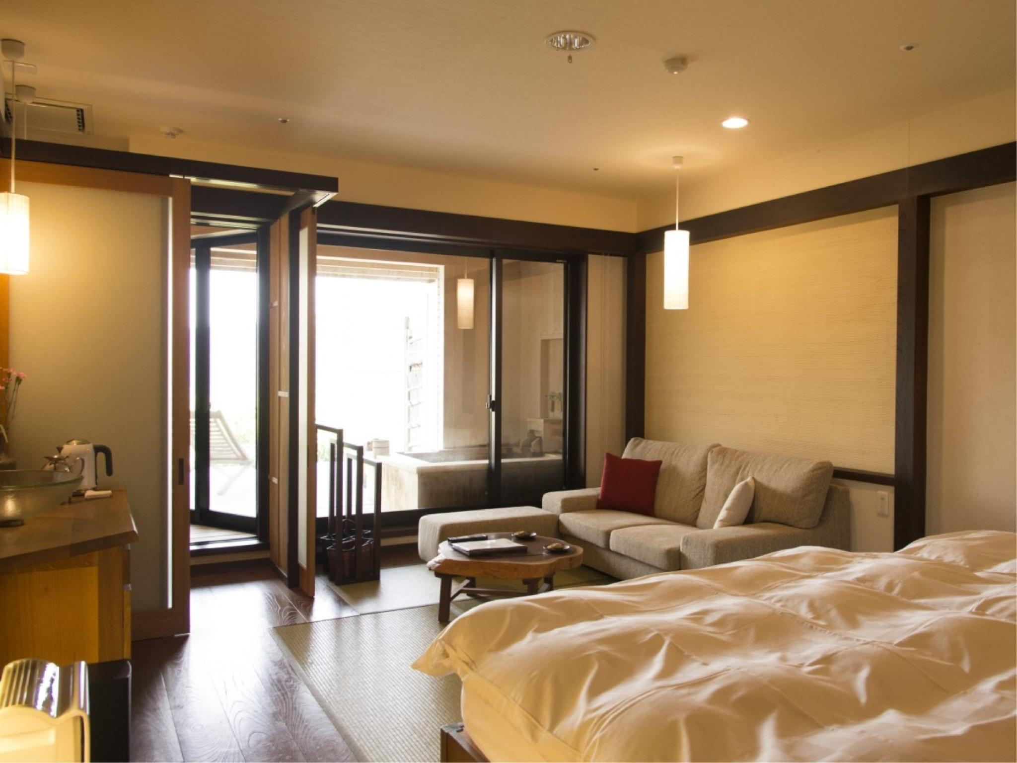 露天風呂付 和室ベッド(36平米)2F|10畳 (Japanese-style Room with Open-air Bath (with Beds))
