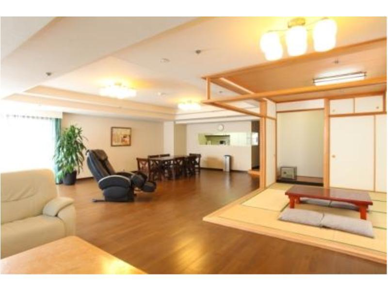 Large Japanese/Western-style Suite with Massage Chair