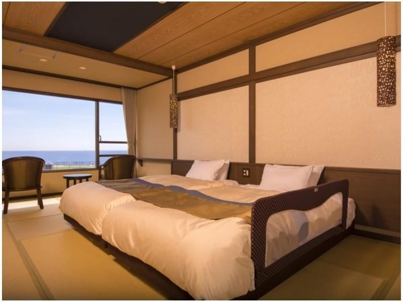 Modern Japanese Style Room with Twin Bed
