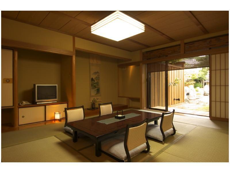和式房+日式矮床 (Japanese-style Room with Open-air Bath & Bed/s (Type C))