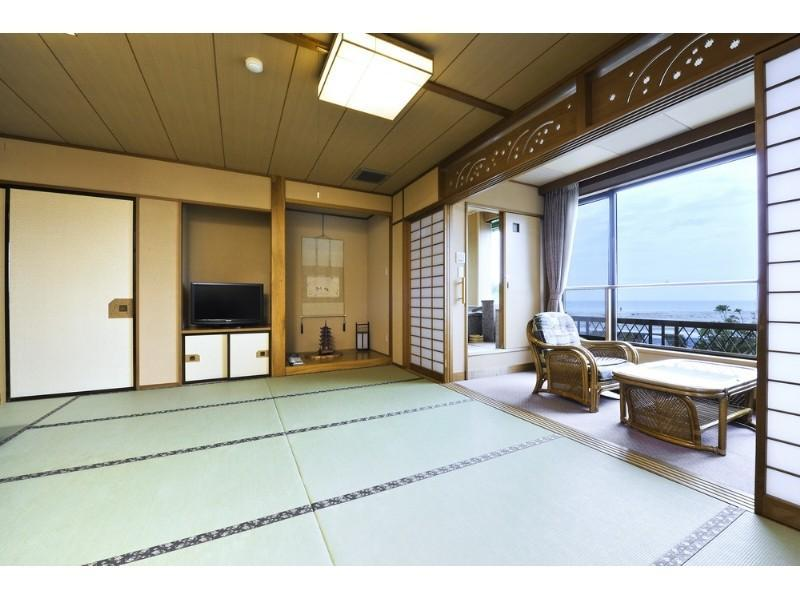 Japanese-style Room with Hot Spring Bath (Hama-no-Yakata Wing)