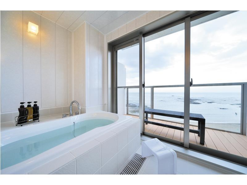 Premium Japanese/Western-style Room with Scenic View Bath (2 Beds, West Wing)