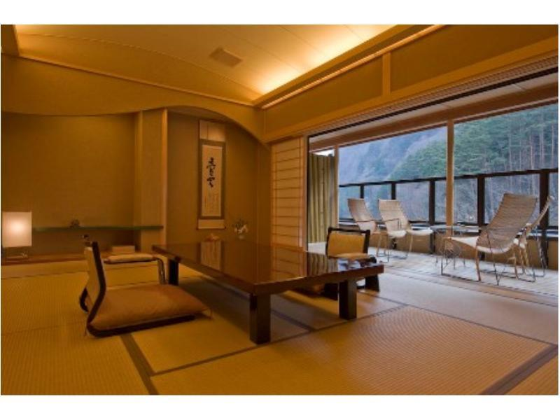 和室 (Special Japanese-style Room with Open-air Hot Spring Bath)