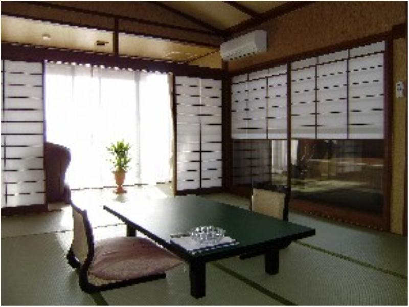 다다미 객실(후지산측/노송나무 노천탕) (Japanese-style Room with Mt. Fuji View Terrace and Open-air Cypress Bath)