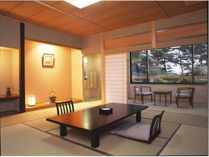 和式房 (Japanese-style Room with Hiroen Space (Sen-no-Yakata Wing))