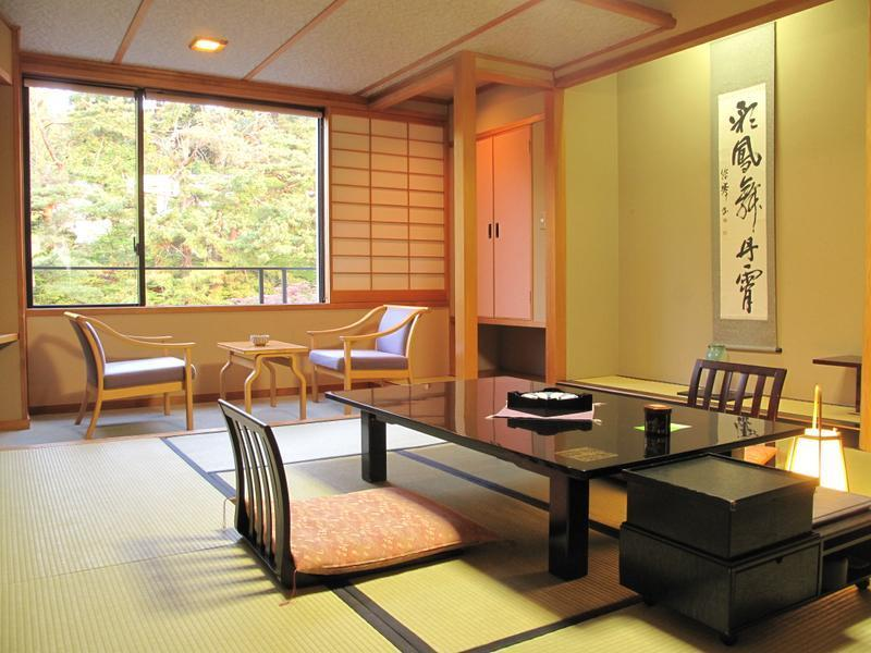 東館 庭園スーペリア(和室) |10畳 (Superior Japanese-style Room (Garden Side, East Wing))