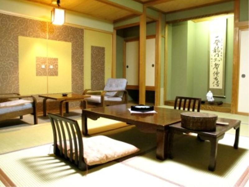 和室|10畳+踏込0.5畳 (Japanese-style Room (Main Building)*No bath in room)