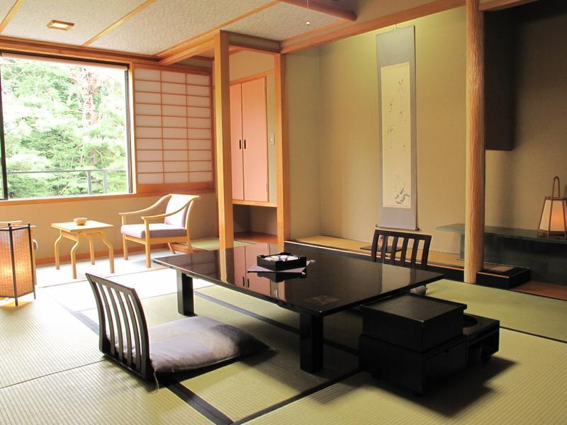 和室|10畳 (Superior Japanese-style Room (Garden Side, East Wing))