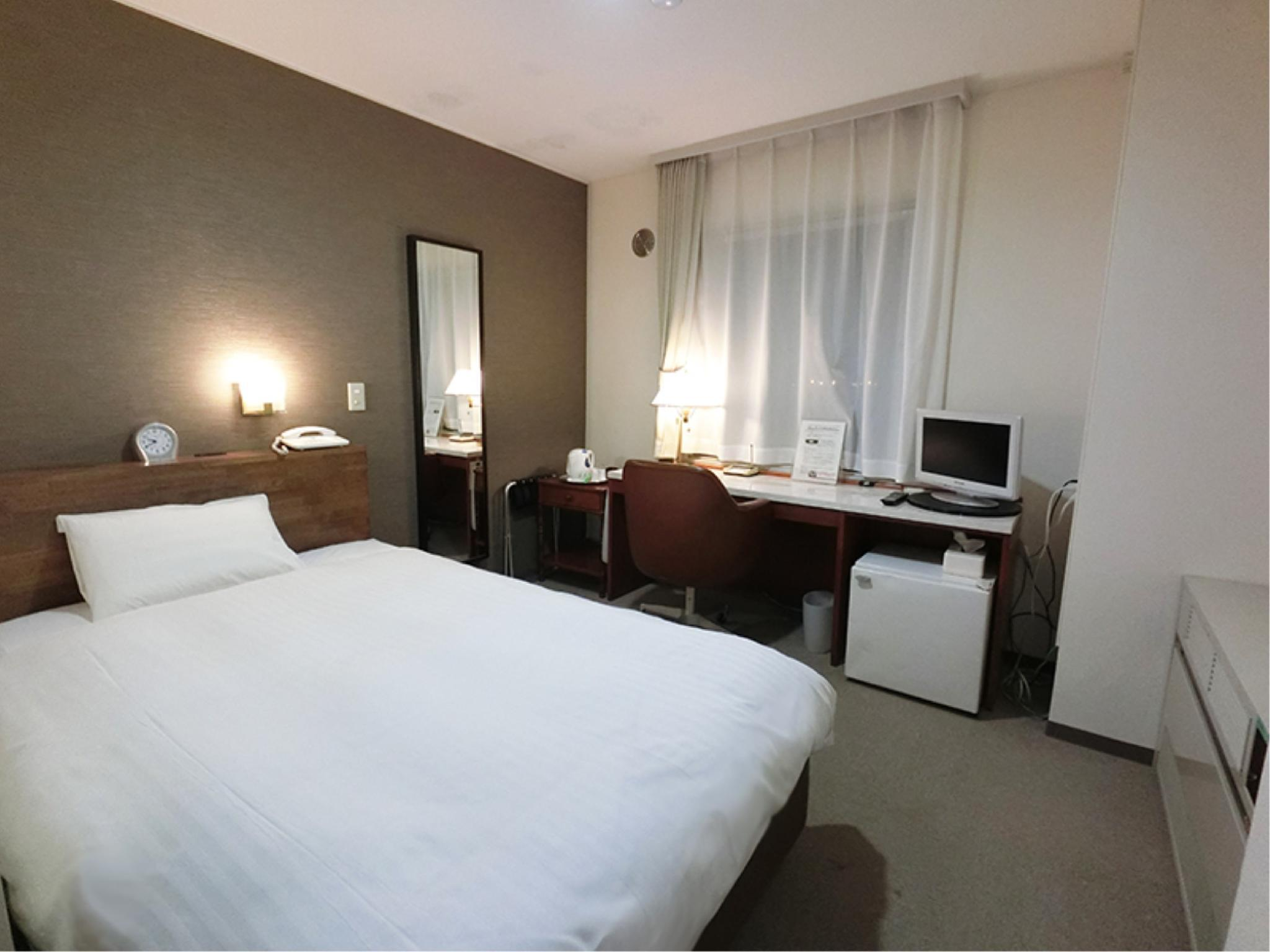 摩登雙人中床房 (Moderate Semi-double Room)