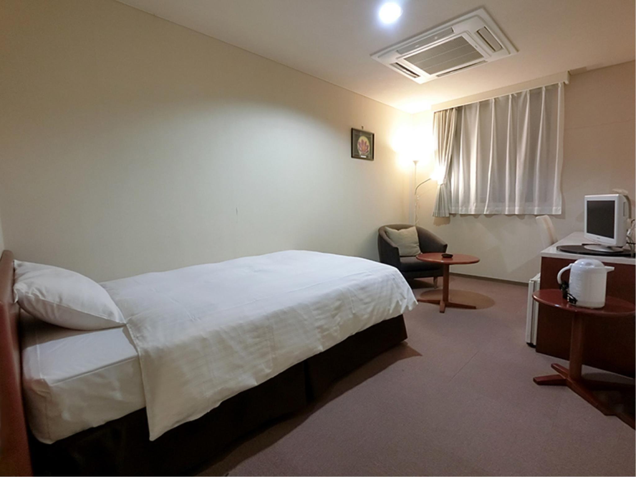 舒適雙人中床房 (Comfort Semi-double Room)