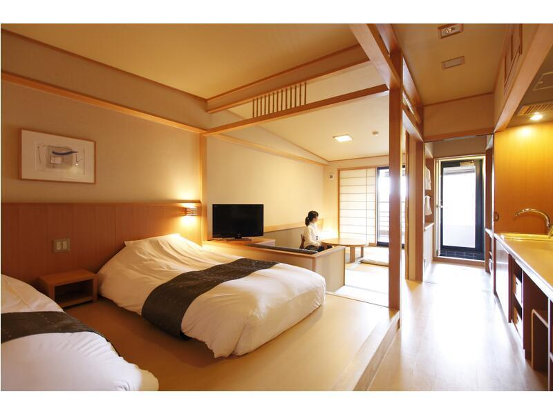 和洋室 (Japanese/Western-style Room with Open-air Bath (2 Beds, New Building))