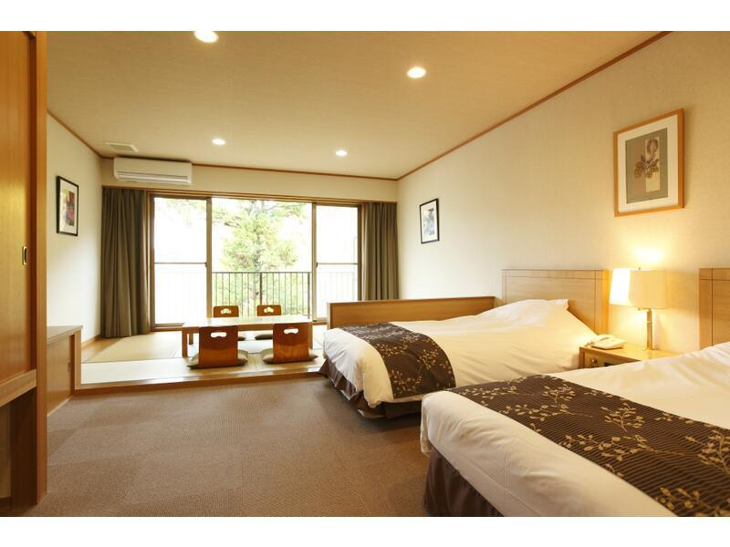 和洋室 (Japanese/Western-style Room (2 Beds, Main Building) *Has shower)