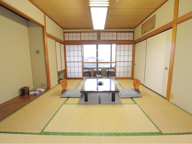 Japanese-style Room *Has washroom, no toilet in room