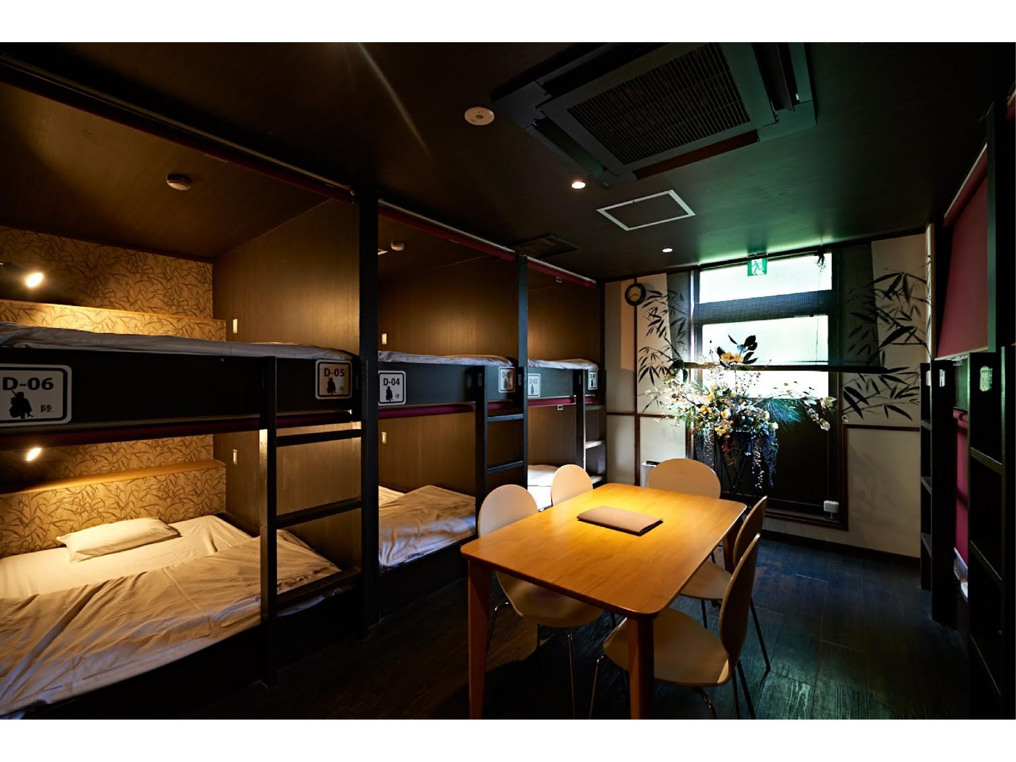合住房 (Mixed Dormitory Room)