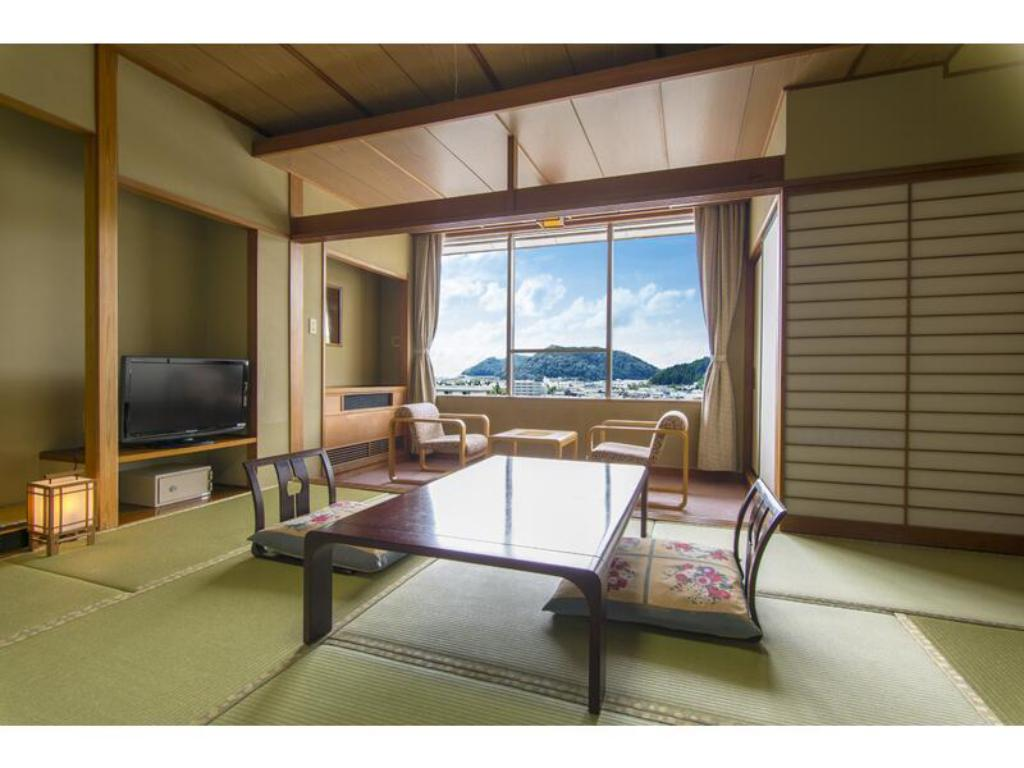 Japanese-style Room (East Wing) - Guestroom Tendo Hotel