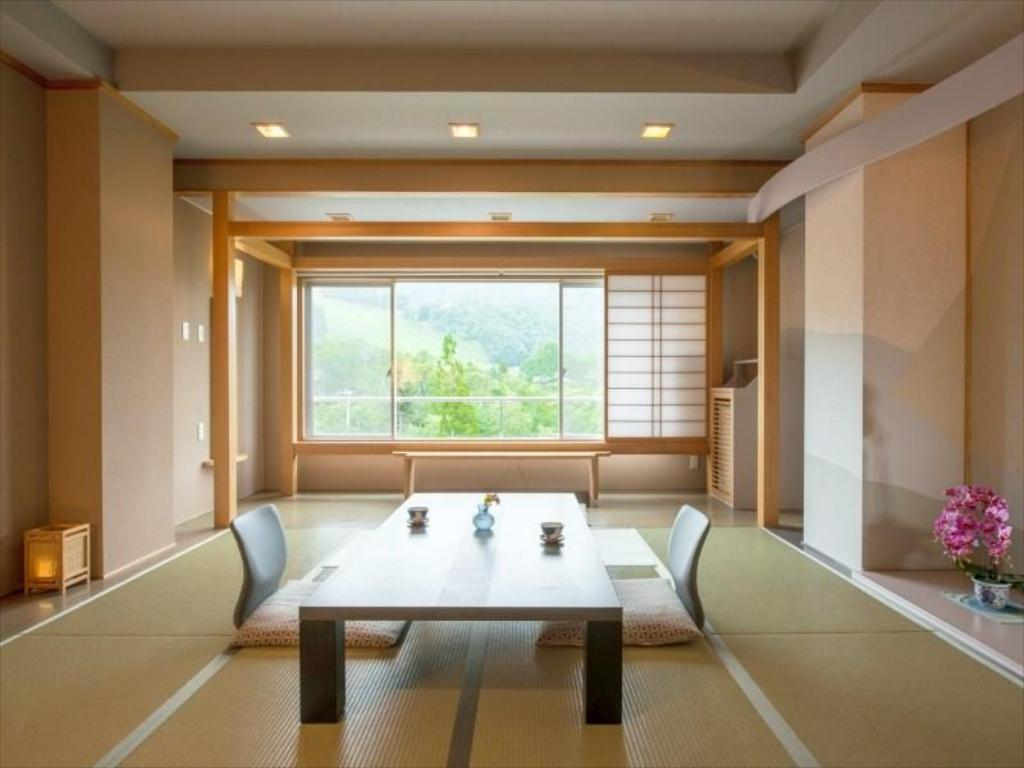 Japanese-style Room (Saison Court Wing) *Has bath - Guestroom Hotel Lucent Takamiya