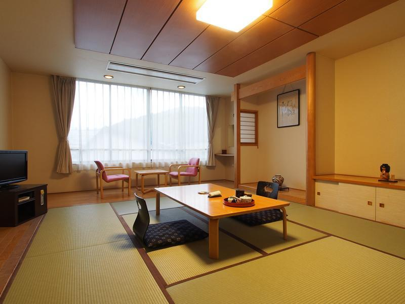 和式房+宽走廊 (Japanese-style Room with Hiroen Space)