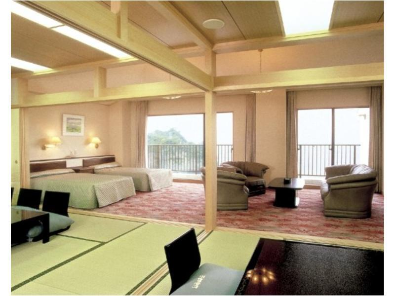 和洋室|10畳+次の間8畳+洋間30平米 (Japanese/Western-style Suite with Open-air Bath (2 Beds))