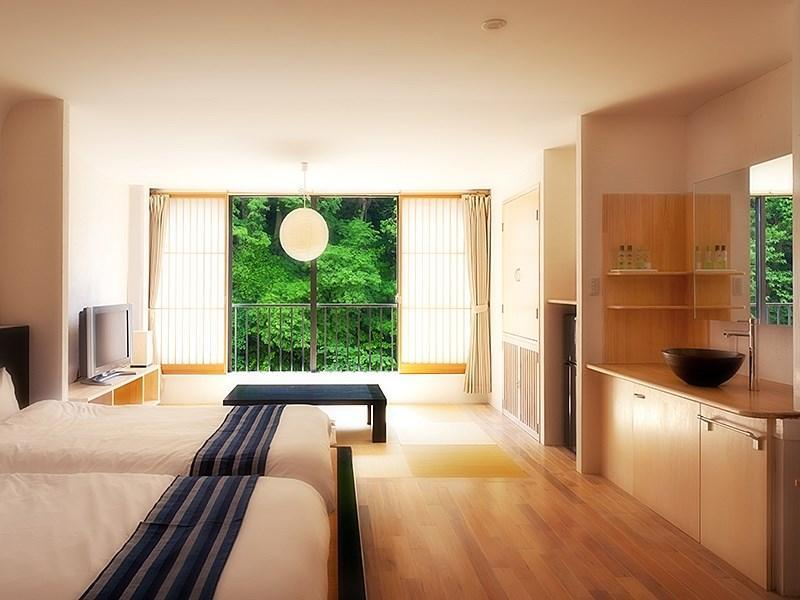 Modern Japanese/Western-style Room (Shosuke Type, Roman-tei Wing) *Refurbished May 2012