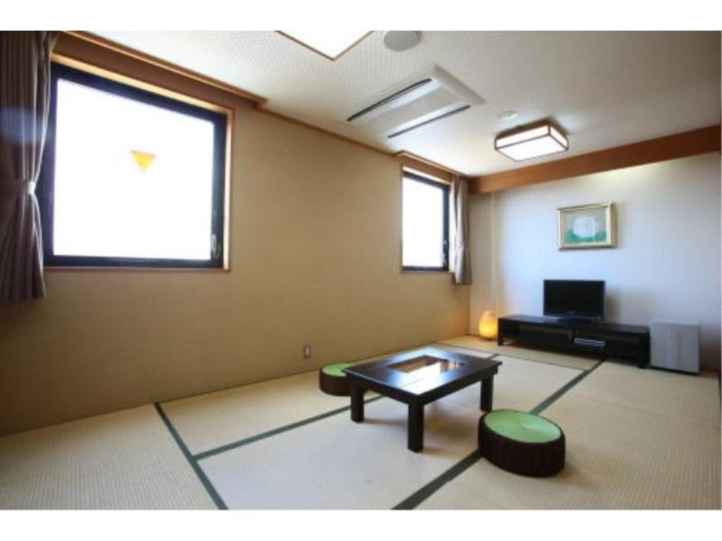 Japanese-style Room *Has new modular bath - Guestroom