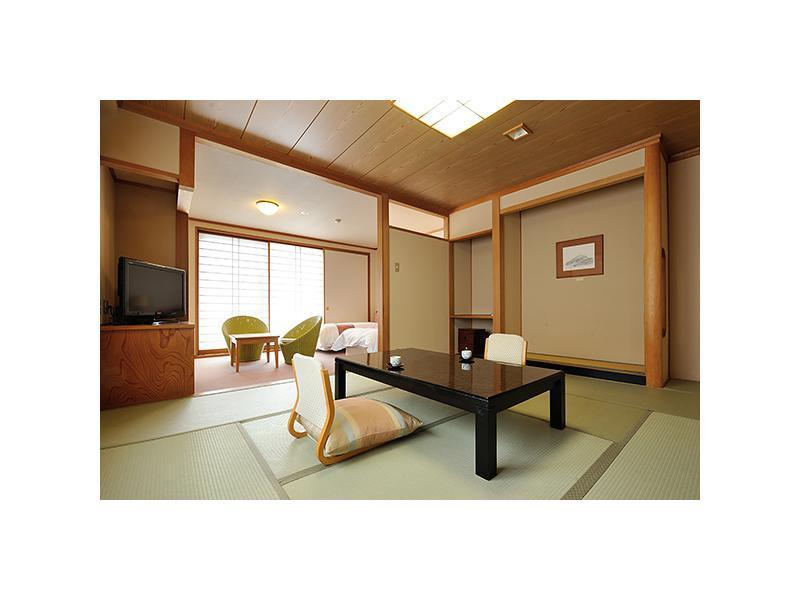 ベッド2台|10畳 (Japanese/Western-style Room (2 Beds, Misaka Wing))