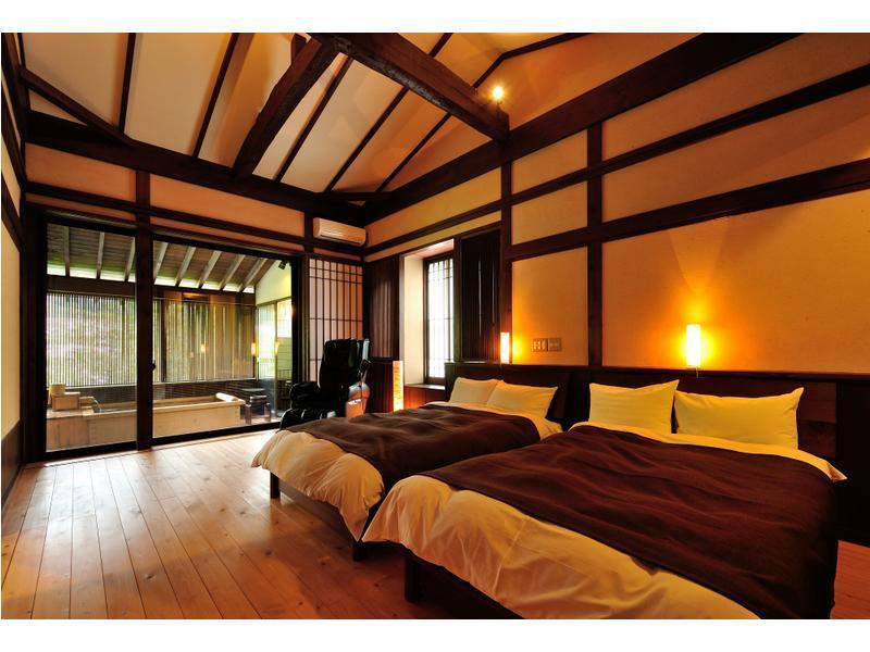 和洋式房 (Room with Open-air Bath (2 Beds, Japanese-style Room + Bedroom + Hiroen Space, Main Building) )