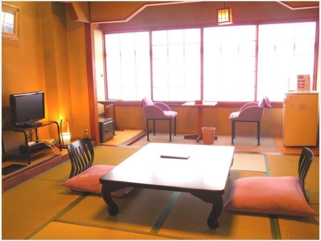 Retro Japanese-style Room (Main Building)
