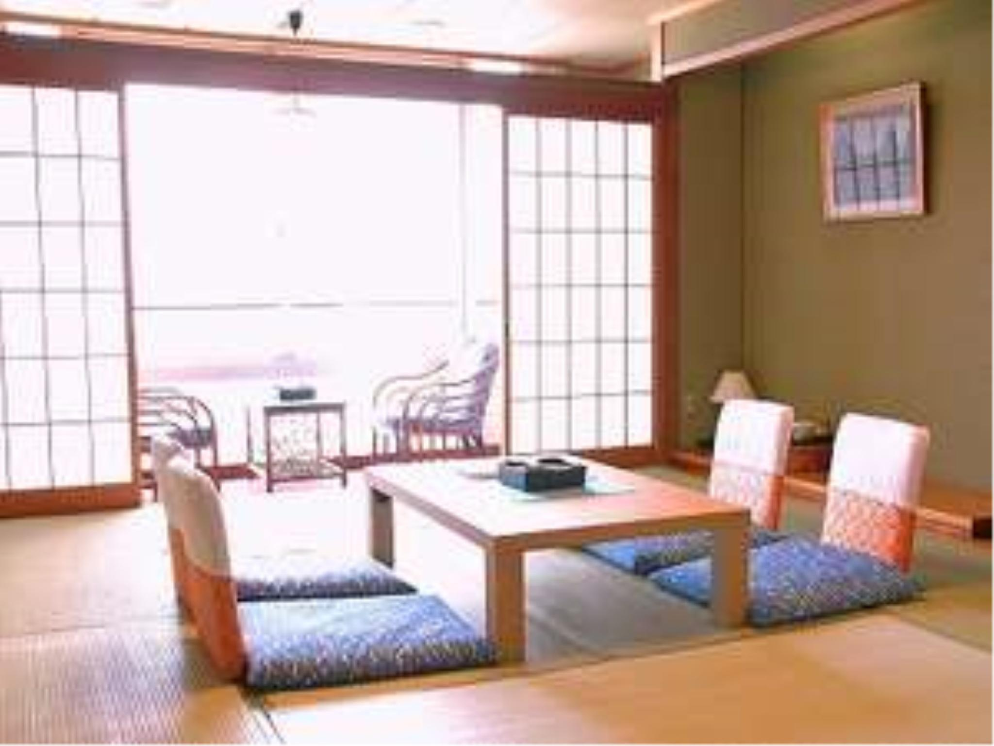 Japanese-style Room or Japanese/Western-style Room (Main Building Kaiko)