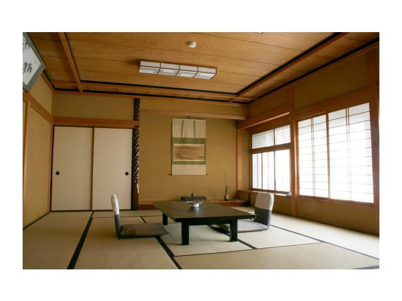 本館和室  (Japanese Style Room Main Building)