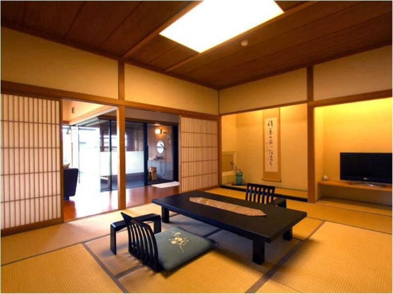 【個止吹気亭】露天風呂付・コンフォート(和室)|60平米 (Japanese-style Comfort Suite with Open-air Bath (Kotobukitei Wing))
