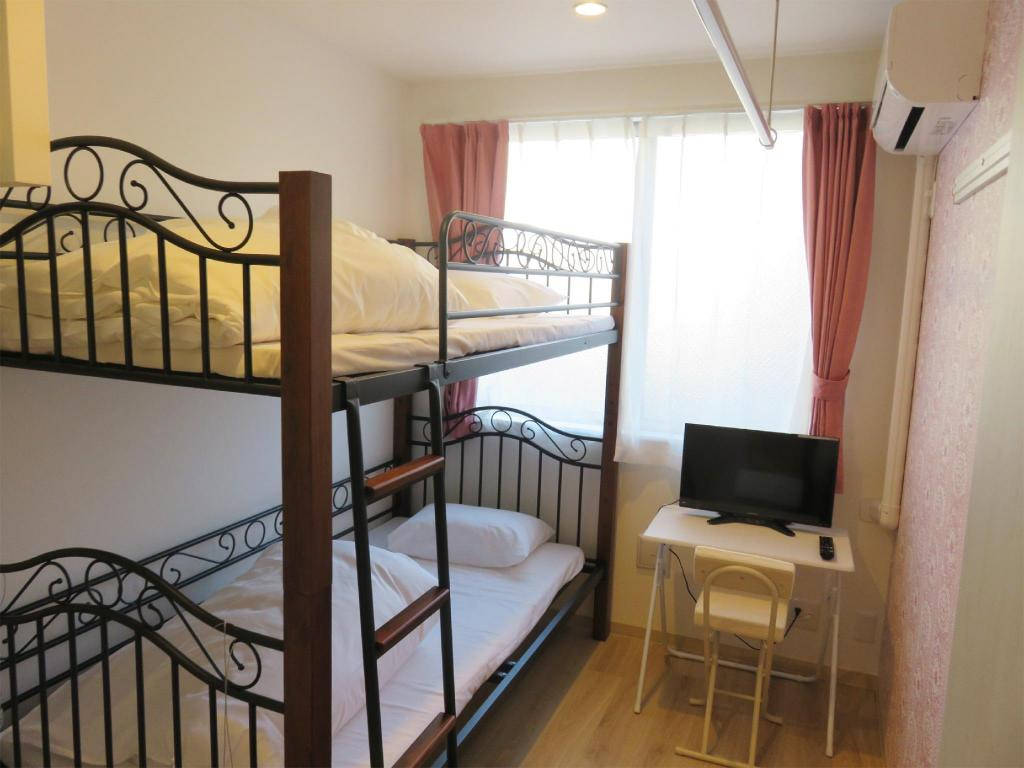 Double Room *No bath or toilet in room - Guestroom