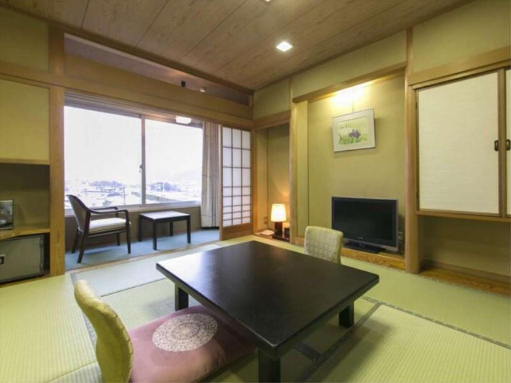 Japanese-style Room (Town Side) - Guestroom