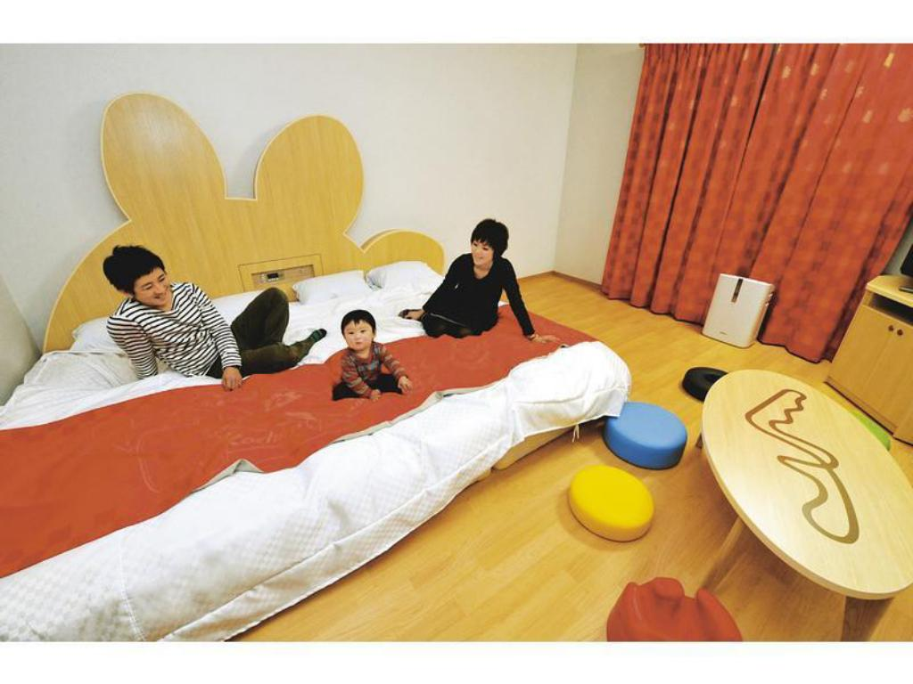 Triple Room (West Wing) *Accommodates up to 3 Adults - 게스트 룸 스즈카 서킷 호텔 (Suzuka Circuit Hotel)
