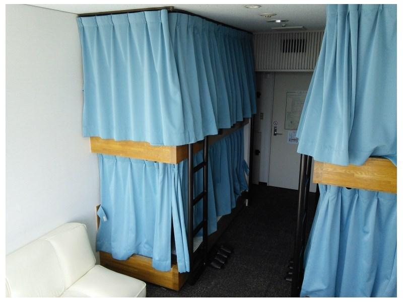 男性用2段ベット相部屋 (Shared Bunk Bed Room (Men Only, Curfew at 23:00) *No bath or toilet in room)