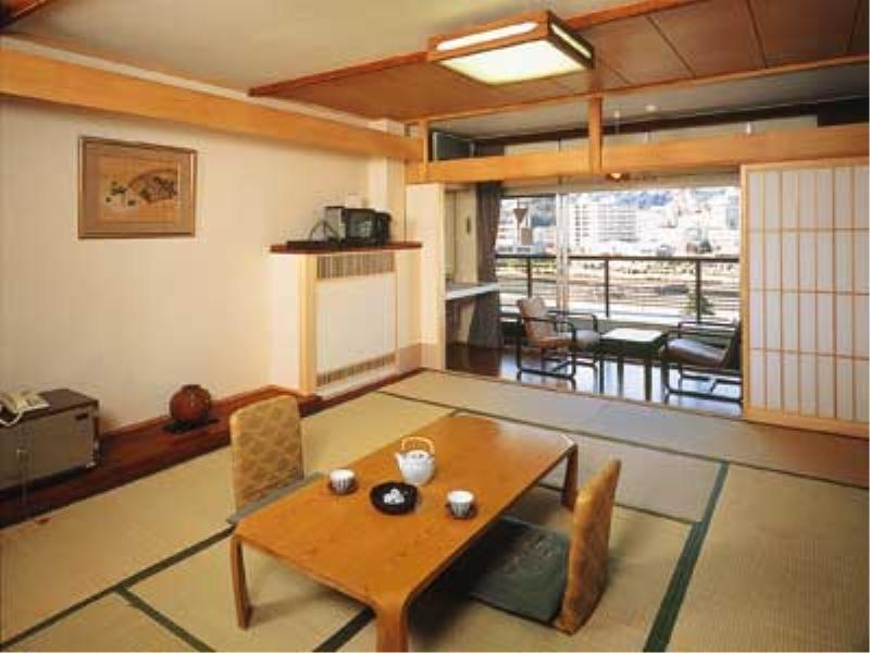 西館 和室 |10畳+踏込 (West Wing Japanese Style Room)