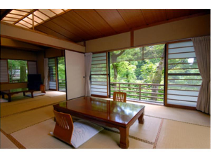 Japanese-style Room with Open-air Bath *The river may not be completely visible depending on the season