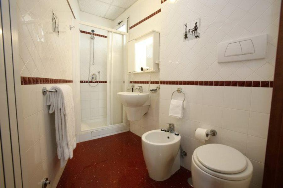 Twin Room with Exterior Private Bathroom