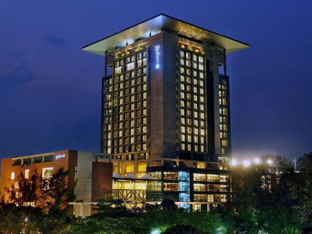 Best price on radisson blu chittagong bay view in for Radisson hotel